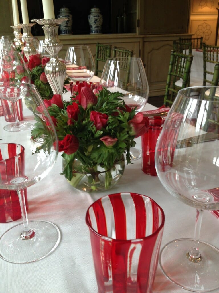 Home Vase dining table Arrangement Red anemones en masse