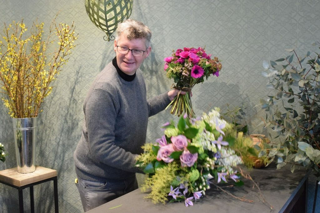 Photo of a florist at work in the shop Kensington Flowers
