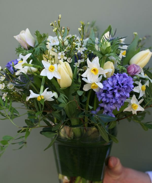 Photo showing a sample of a Seasonal vase arrangement available from Kensington flowers London