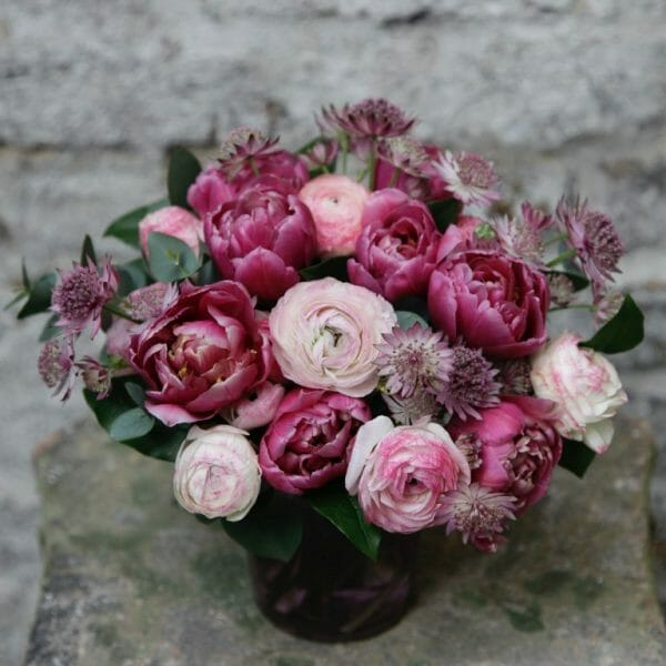 photo showing a sample of a small seasonal spring vase arrangement from Kensington Flowers London